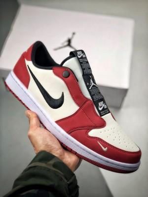 Air jordan 1 Retro Low 白红芝加哥 低帮球鞋一直是占领街头的宠儿。