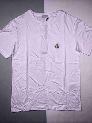 Dior/迪奥 x Kaws 小蜜蜂刺绣短袖定制的精梳全棉面料,后期除毛处理,面料颜色偏米色
